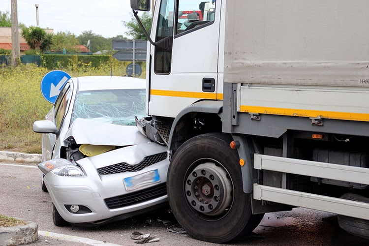 7 Vital Reasons to Hire Truck Wreck Lawyers After Your Truck Accident